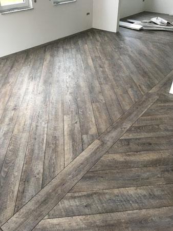 Fußboden Vinyl Diagonal Verlegt Mit Randfries Und Fugenstreifen